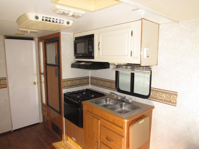 2004 Fleetwood Prowler 722 Lynx travel trailer