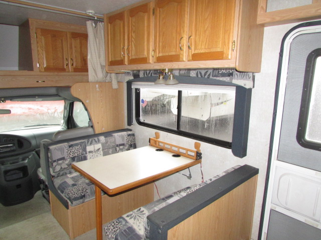 2004 Forest River 2860DS Sunseeker LE Class C Motorhome