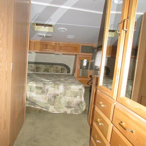 2004 Forest River Wildcat 27RL 5th wheel trailer