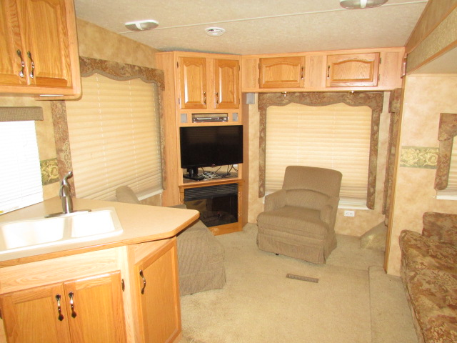 2005 Keystone Laredo 29RL 5th wheel trailer