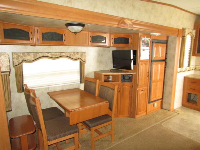 2009 Keystone Montana (Mountaineer Edition) 325RLT 5th wheel trailer